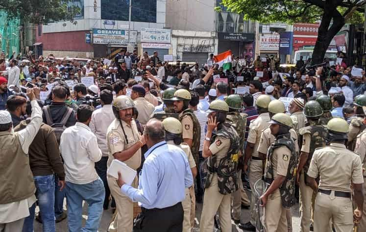 For 4 hours hundreds of people defy section 144 at Bengalurus Town Hall