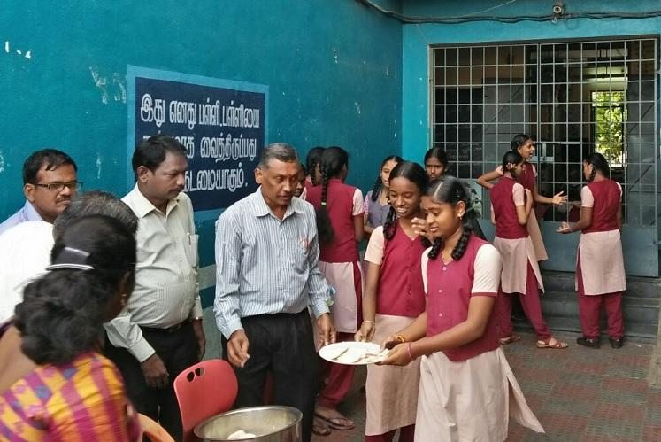 This TN govt school teacher buys breakfast for 120 kids daily