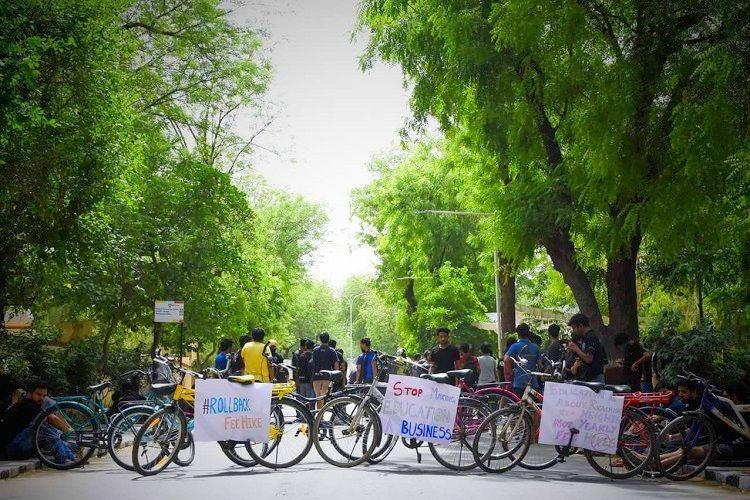 BITS Pilani fee hike Students collect coins to give to institute in peaceful protest