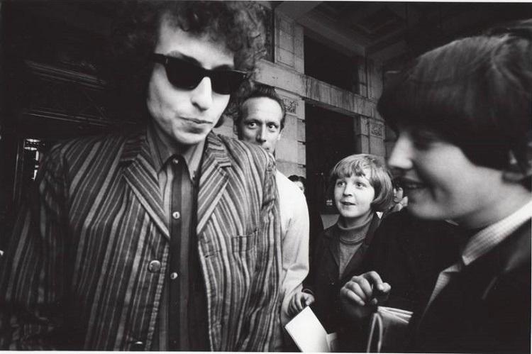 Bob Dylan to finally accept Nobel Prize