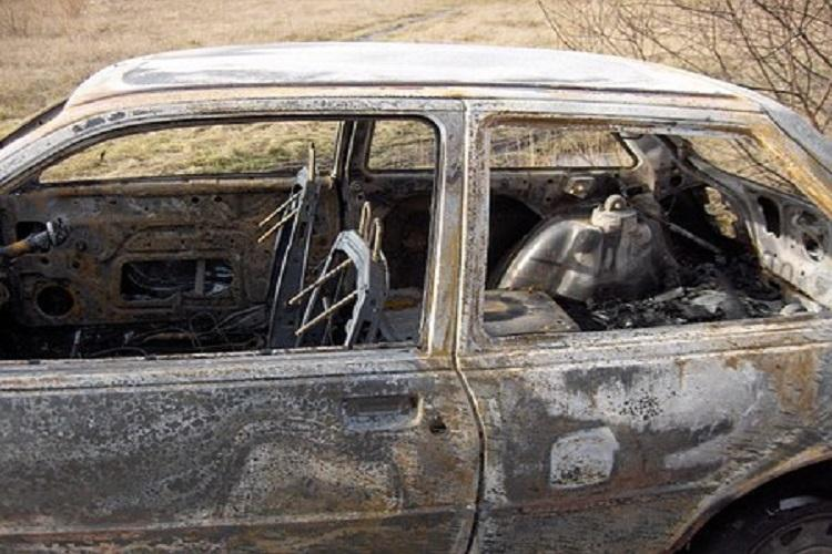 three persons charred to death in car in mahabalipuram police yet
