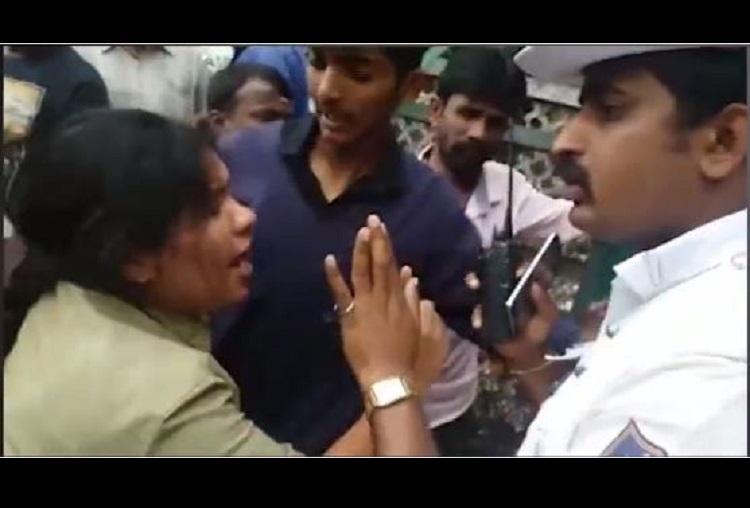 Bengaluru bus conductor quarrels with passengers bites them