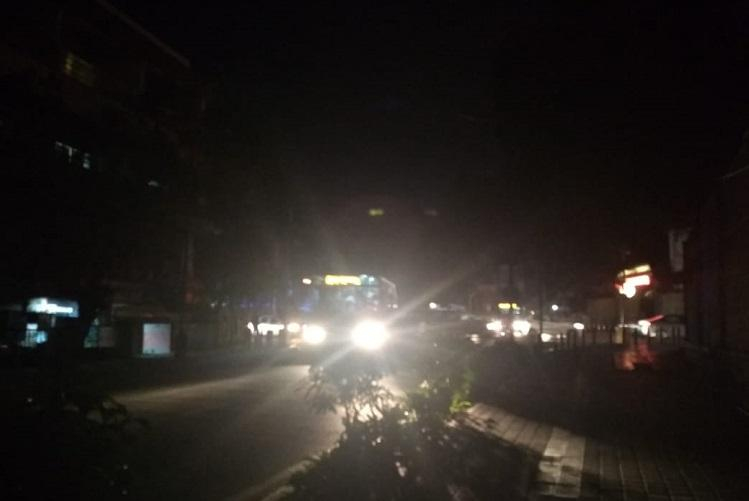 Bengaluru streetlights back on after contractors decide to call off strike for now