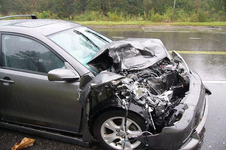 Four injured after car in Karnataka CMs convoy jumps divider in Bengaluru