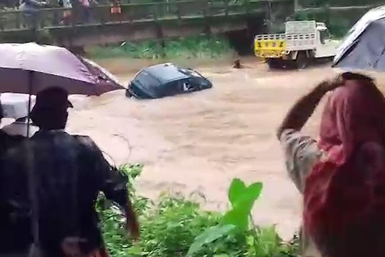 Watch Dramatic escape for driver of car towed across flooded Kerala stream