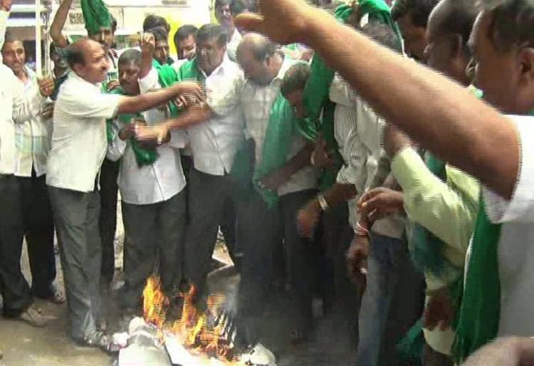 Protesters stop Tamil film screening in Mysuru over Cauvery dispute