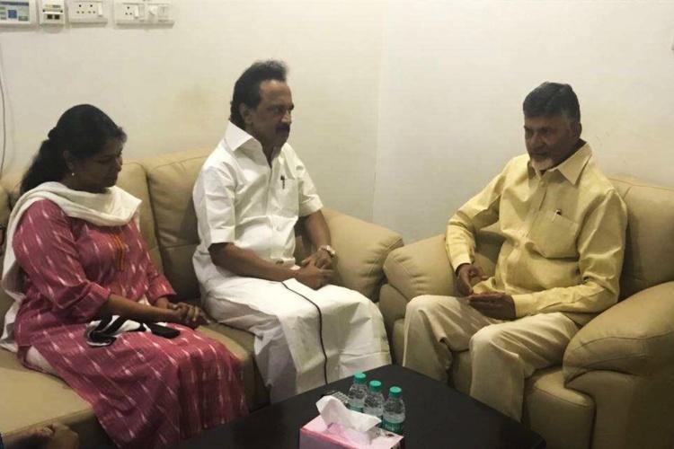 Andhra CM Chandrababu Naidu visits DMK supremo Karunanidhi at Kauvery Hospital