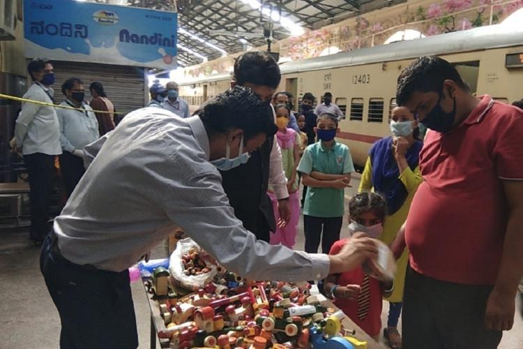 Railways give Channapatna toys to children on Shramik trains from Bengaluru