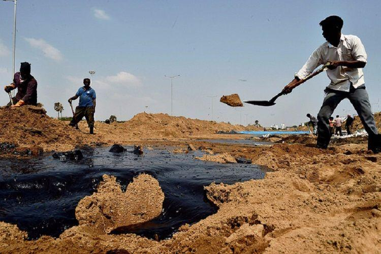 Sludge from Chennai oil spill buried in sand pits close to sea alleges fishing hamlet