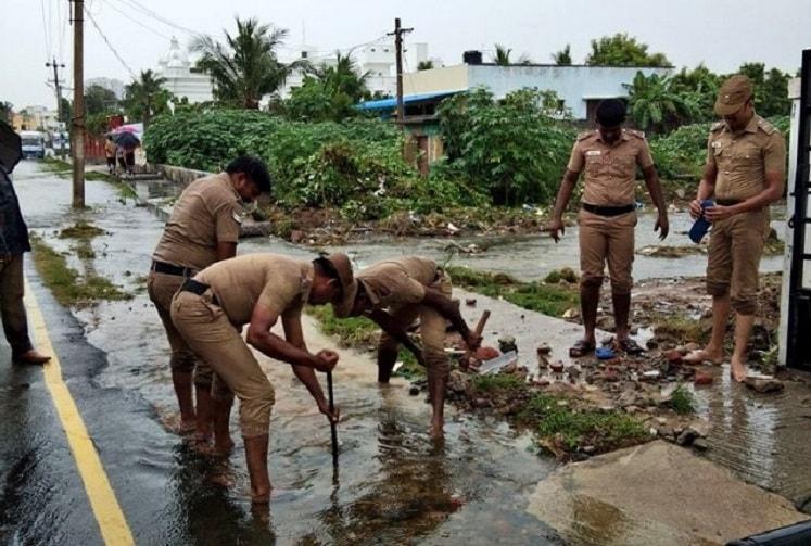Chennai rains Heroes in uniform lead relief efforts go beyond call of duty