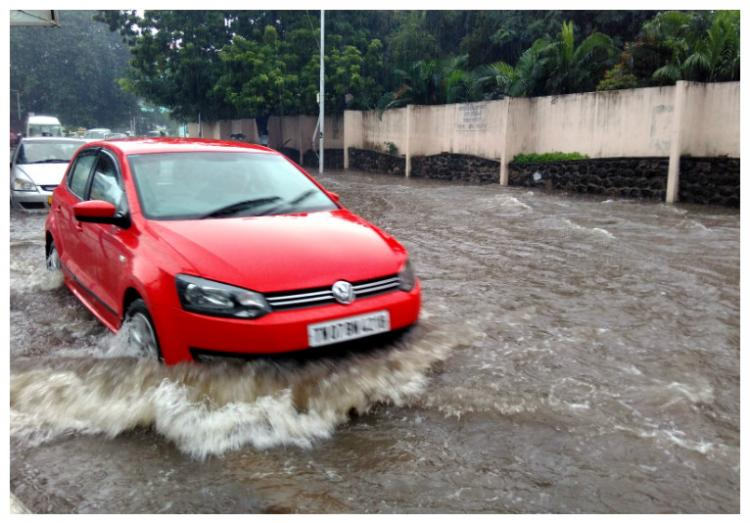 Most places in Chennai flooded commuting becomes a nightmare for people