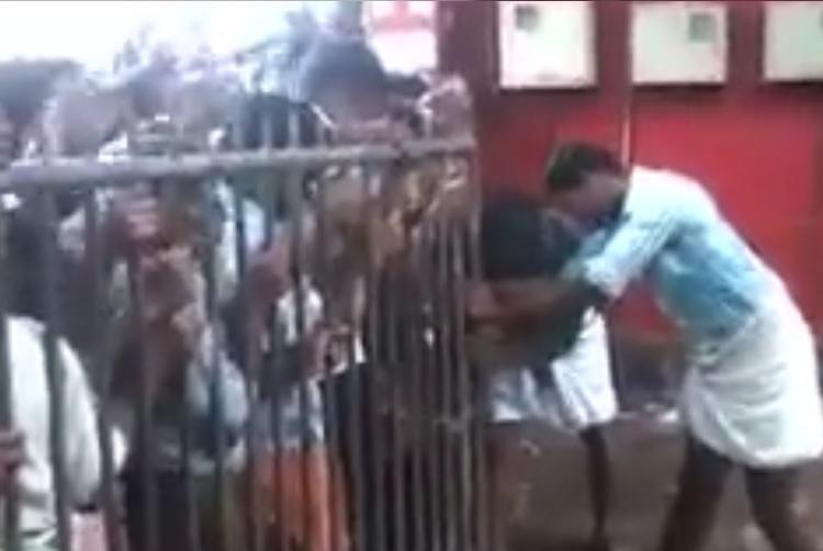 Video Hordes of tipplers in Kerala create near-stampede by rushing into liquor outlet