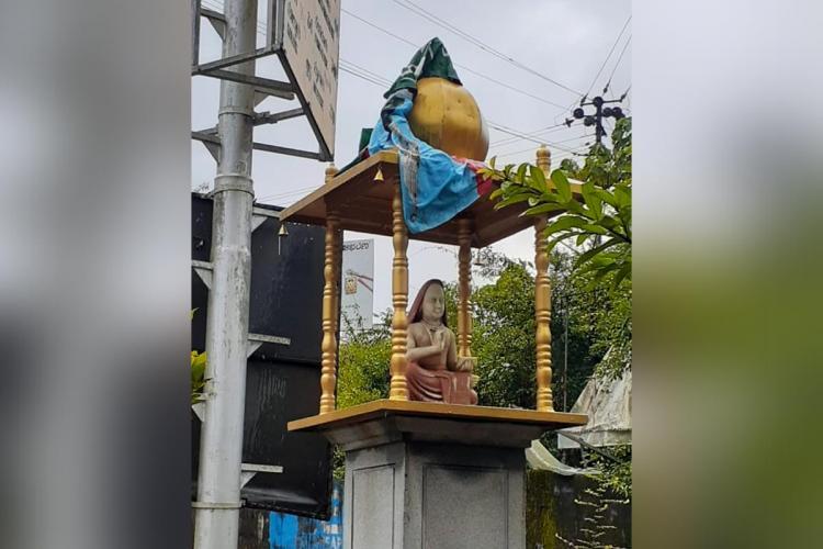 Drunk man mistakenly draped flag on Sringeri Shankaracharya statue Cops