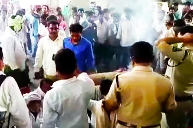 Farmers stage fiery chilli-burning protest in AP and Telangana
