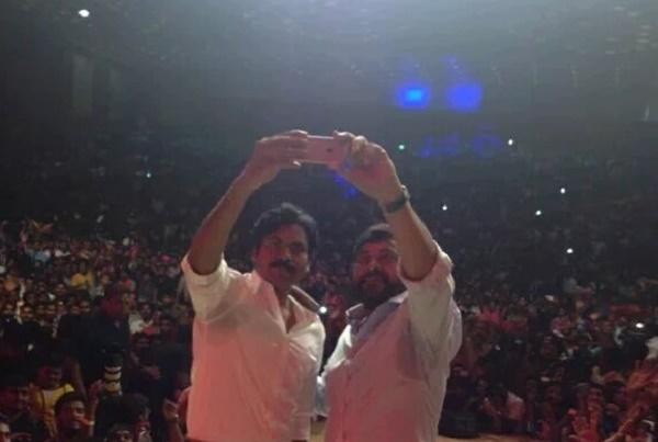 Chiranjeevi and brother Pawan Kalyans Mega Selfie with fans a big hit online