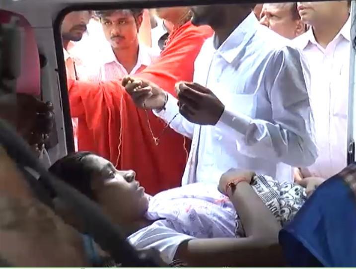 Chitradurga emergency wedding Couple tie the knot inside an ambulance