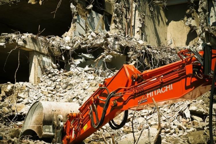 Three-decade-old hotel in Kadappa collapses over staff 2 injured