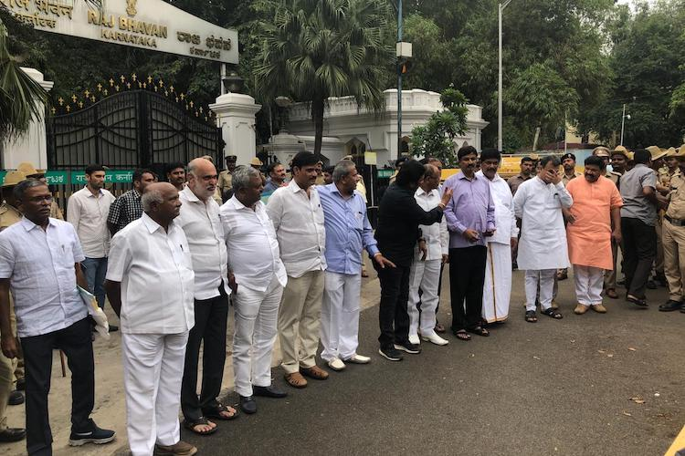 Another round of resort politics in Karnataka as JDS-Cong coalition faces crisis