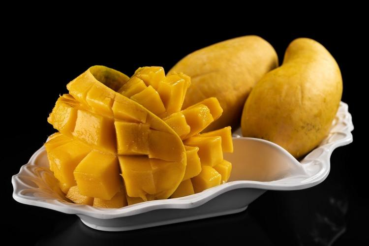 Cut mangoes on a plate