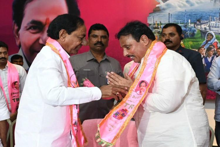 Former senior Congress leader Danam Nagender joins TRS