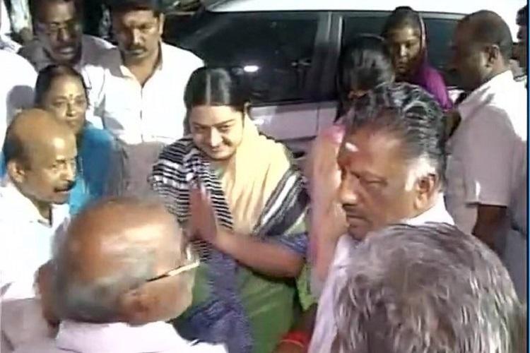 Deepa Jayakumar joins forces with OPS at Jayalalithaa memorial DMK mocks