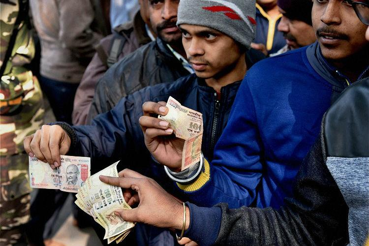 India allows banks, post offices to deposit old bank notes with RBI