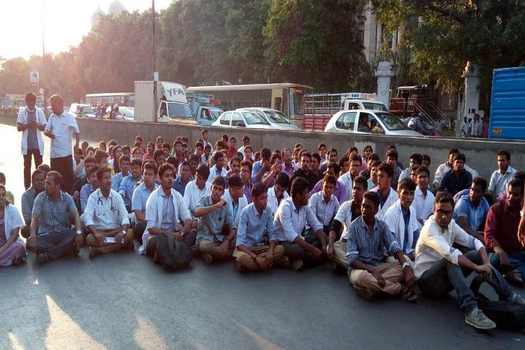 Over 1000 docs protest in Chennai after alleged assault of house surgeon by patients relatives