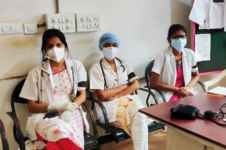 Doctors protesting wearing black bands