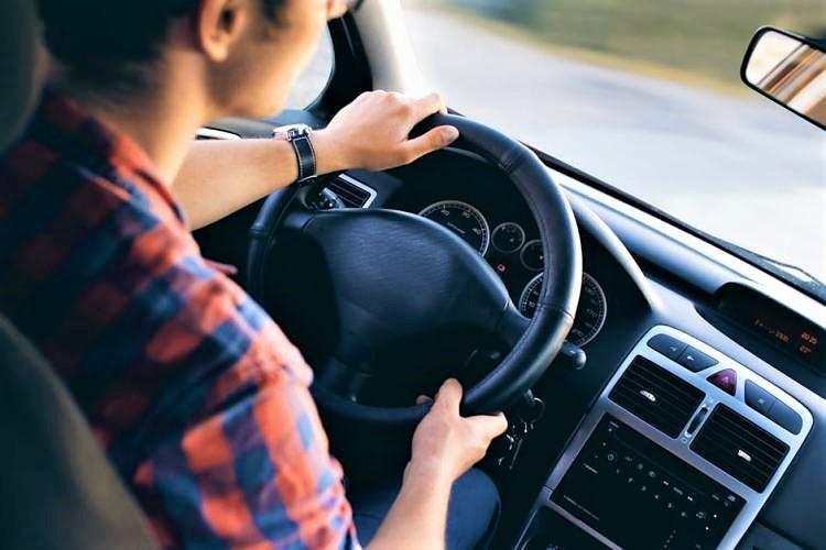 Despite Centre's orders, TN govt denies license to drivers