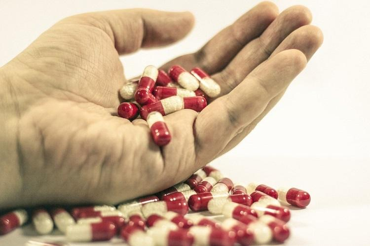Using common painkiller diclofenac puts you at risk of heart attack says new study