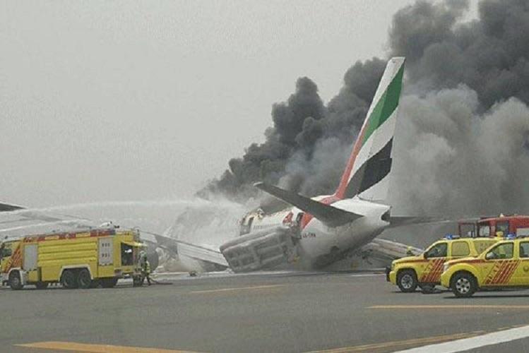 Video Passengers on Emirates flight scrambling for luggage after flight crash-lands