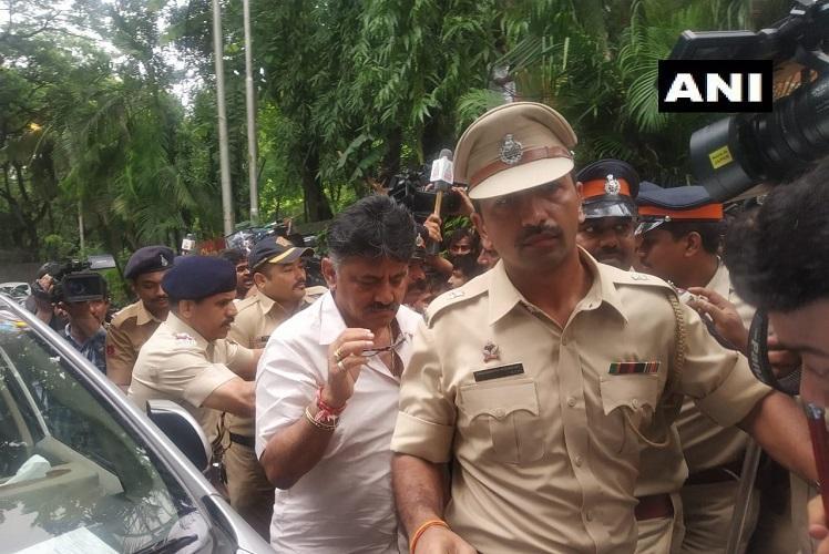 High drama at Mumbai hotel DK Shivakumar stopped from meeting rebel MLAs