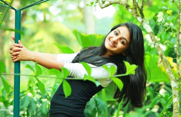 Drishyam girl Esther Anil to debut as heroine