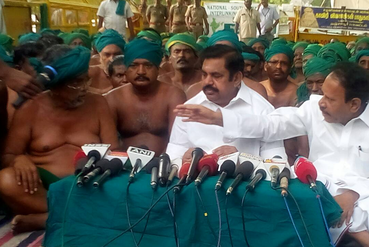 TN CM meets farmers in Delhi urging them to end protest farmers adamant on meeting PM