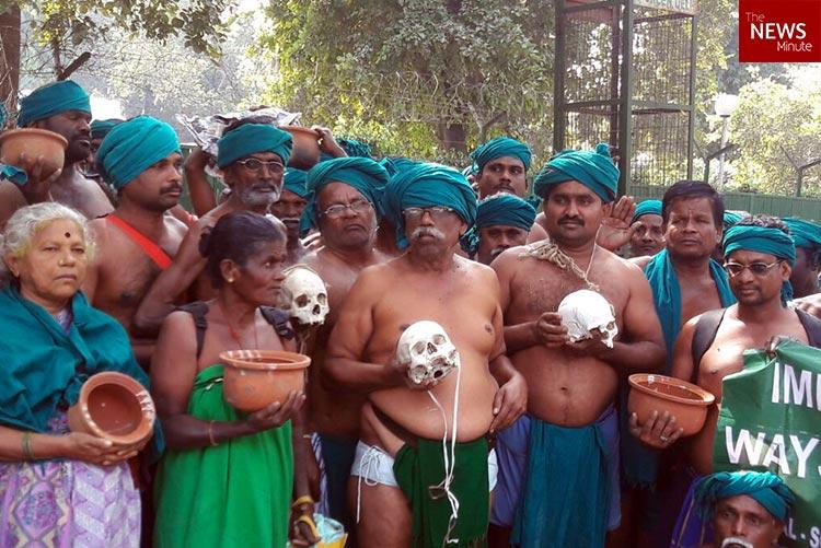 TN farmers dig out skulls of colleagues who committed suicide hold it up for Delhis attention