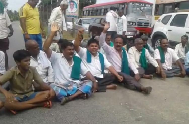 Cauvery protests break out Ktaka farmers block Bengaluru-Mysuru highway