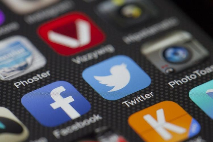 Social media apps Facebok and twitter