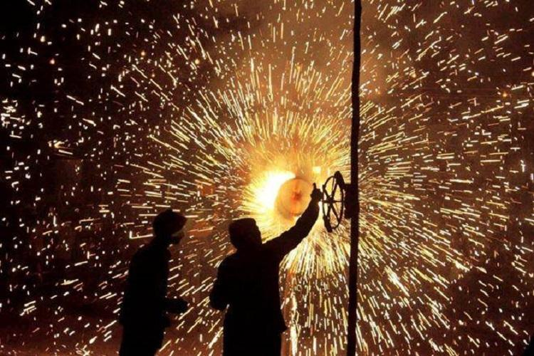 SC allows low-emission firecrackers to be burst only between 8 pm-10 pm on Deepavali