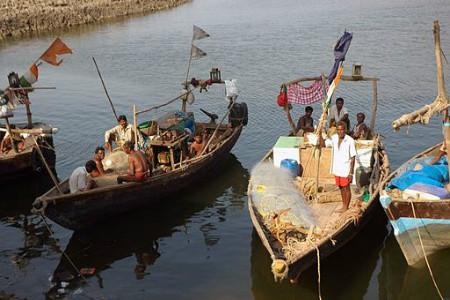 Bangladesh releases 178 Indian fishermen