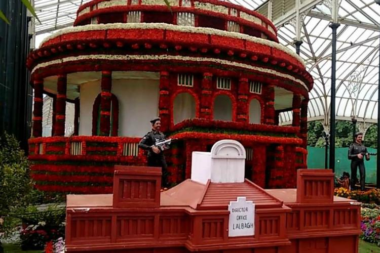 Resist urge for selfies at Bengalurus Lalbagh flower show organizers tell visitors
