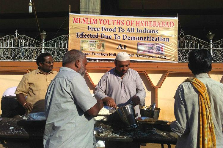 Season demonetisation Volunteer group in Hyd sets up free food stall for the cashless