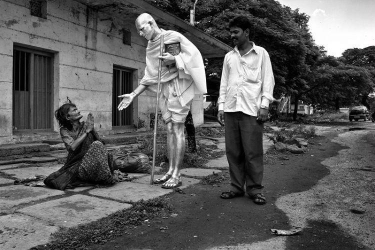 Meet Karnatakas Gandhi a teacher who paints his body silver