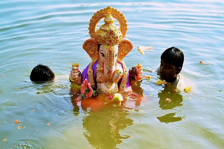 More than 800 Ganesh idols immersed at sea in Chennai 15000 personnel on security duty