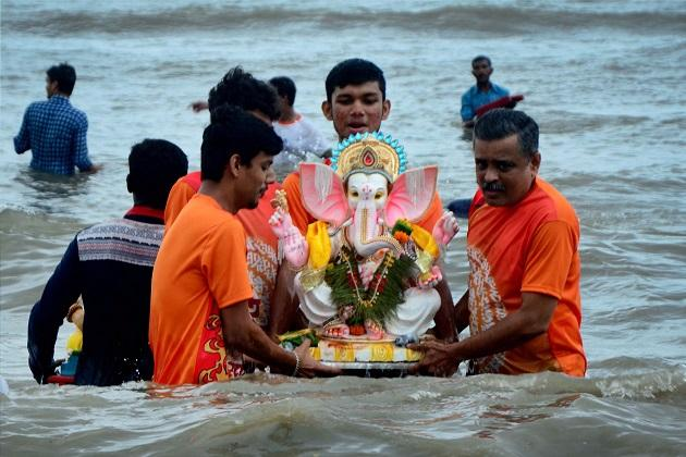 Over 2 lakh Ganapati idols immersed in Bengaluru lakes in one day 12000 made of PoP