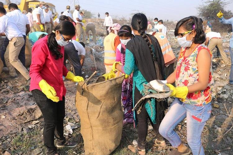 Hyderabads lakes are suffering Cleanup crew finds truckloads of garbage at Fox Sagar