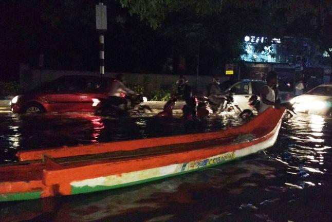 Rain continues to pound Tamil Nadu Chennais traffic bears the brunt