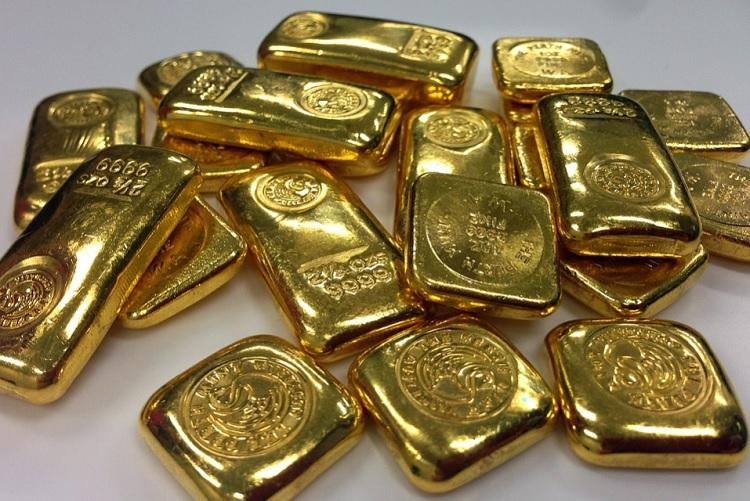 Four armed robbers loot Muthoot Finance posing as officials steal gold worth crores