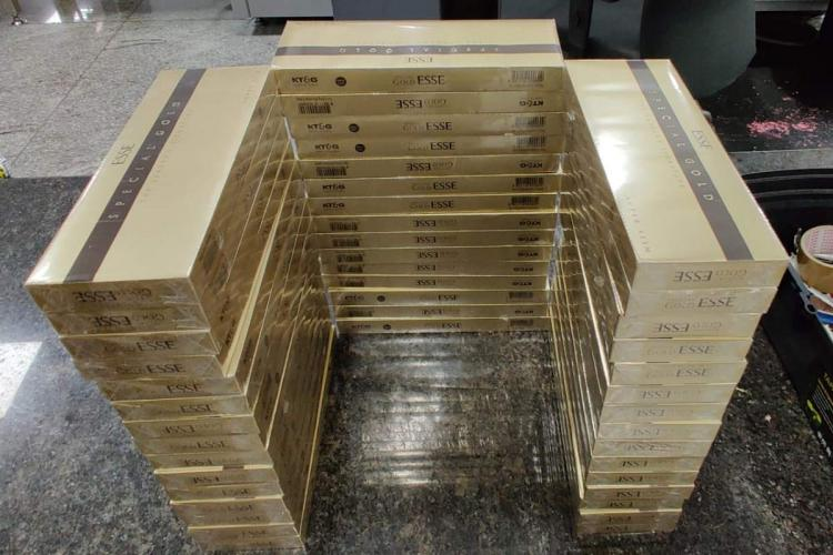 Bars of gold stacked on top of each other in three rows