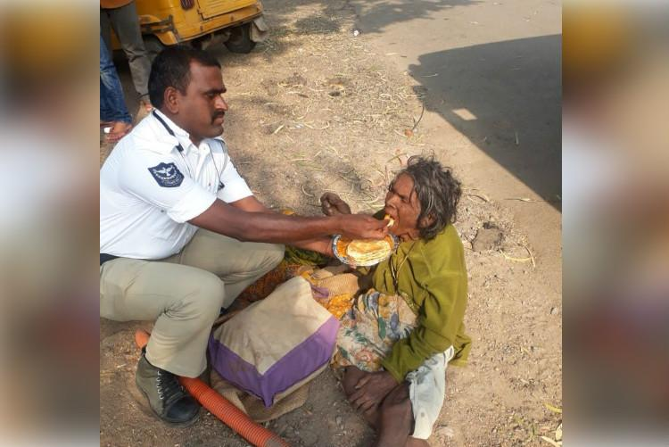 Hyd traffic cops act of kindness goes viral earns him praise from Home Minister