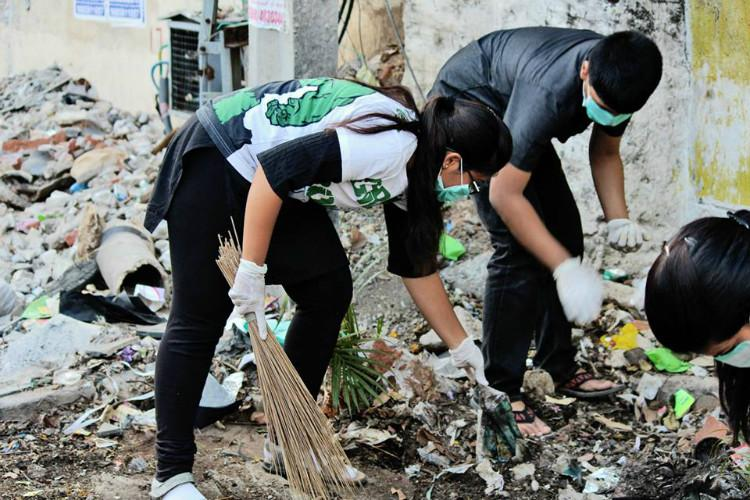 These green volunteers from Hyderabad clean up after your celebrations